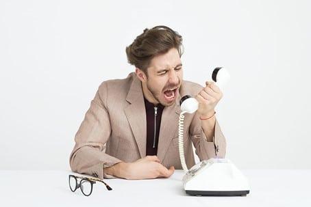 Man doet aan sextortion en chanteert via telefoon